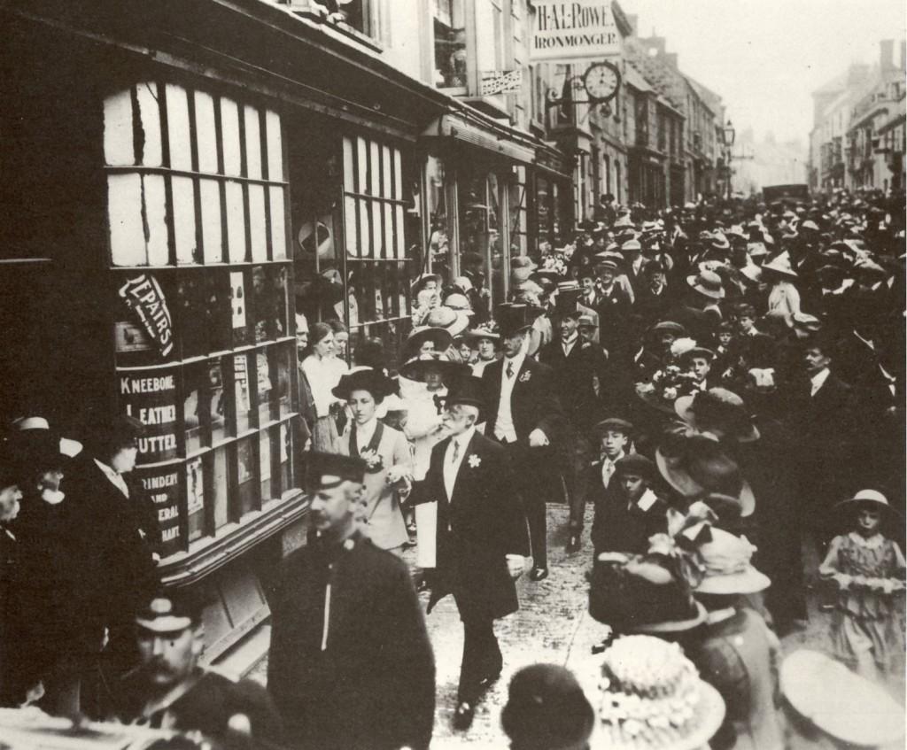 FLORA DAY  circa 1914