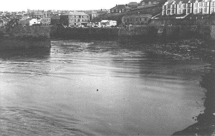PORTHLEVEN HARBOUR POLLUTION