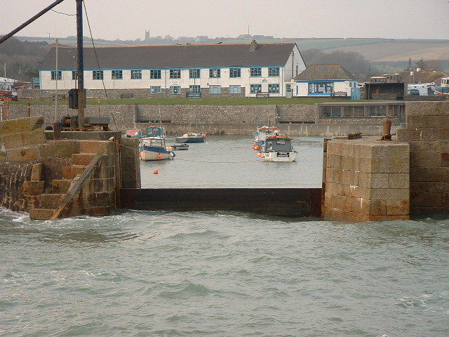 PORTHLEVEN HARBOUR ENTRANCE